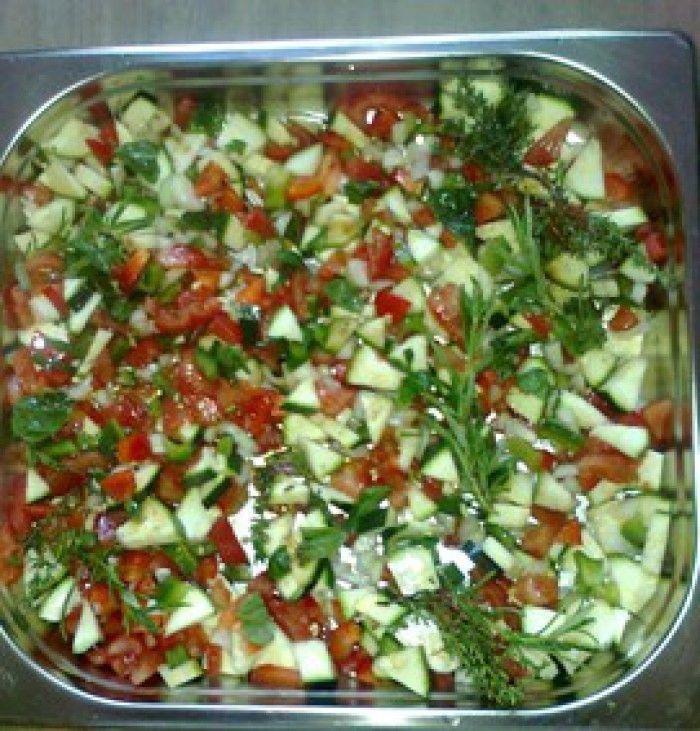 Ratatouille  Lekkere groenten (courgette, tomaat, paprika, ajuin) kruiden: rozemarijn en thijm, peper, zout, Italiaanse kruiden. Overgieten met olijfolie, besprenkelen met balsamico azijn. Een half uur in stoomoven en klaar. Lekker met krielaardappeltjes of pasta