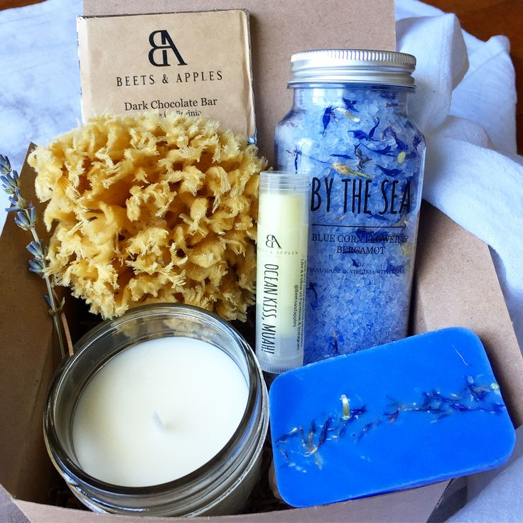Beautiful natural blue spa gift baske made by Virginia's artisant! #Beach-gift-basket #spa-gift-basket-ideas #ocean-gifts #beach #sea-gift-basket #summer-gifts-ideas-for-her #etsy-finds #etsyfinds
