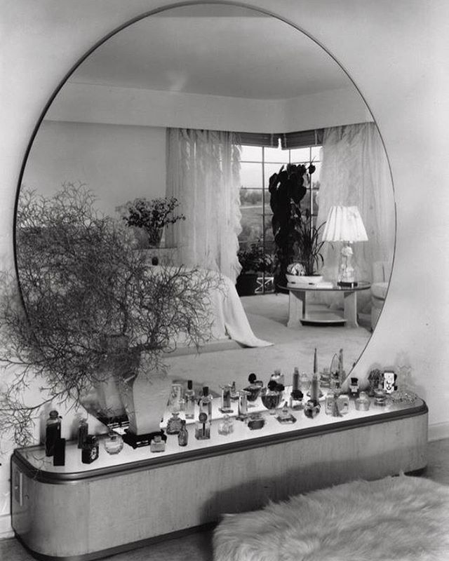 Dream vanity Los Angeles home of Eleanor Penner designed by Paul T. Frankl | circa 1938  #paulfrankl #1930sdesign #1930sarchitecture