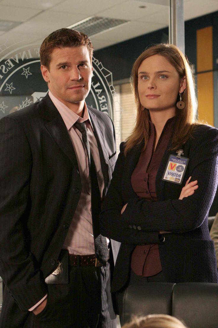 Bones Season 1 Episode 5 - A Boy in a Bush - Emily Deschanel as Dr. Temperance Brennan and David Boreanaz as Special Agent Seeley Booth