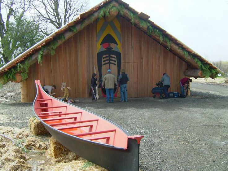 Chinookan Indian replicas of traditional canoe and plankhouse on the Columbia River.  Photo - Cathlapotle Plankhouse - LewisRiver.com (This Native American longhouse is in Washington, but is just across the river from Oregon.)