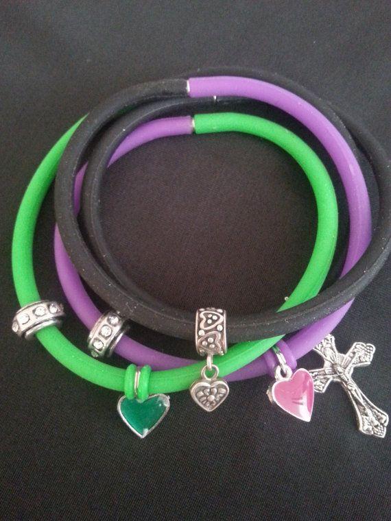 Purple green black rubber band bracelet silver by WalinaWebshop