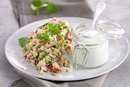 Gemüse-Couscous mit Joghurt-Minzsauce