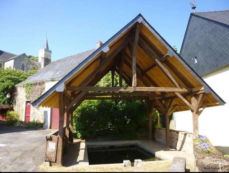 Le Lavoir et l'Eglise de Poillé-sur-Vègre (72)