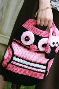 free crochet wings pattern | Owl tote crochet in black, white, mauve and pink with wings for ...