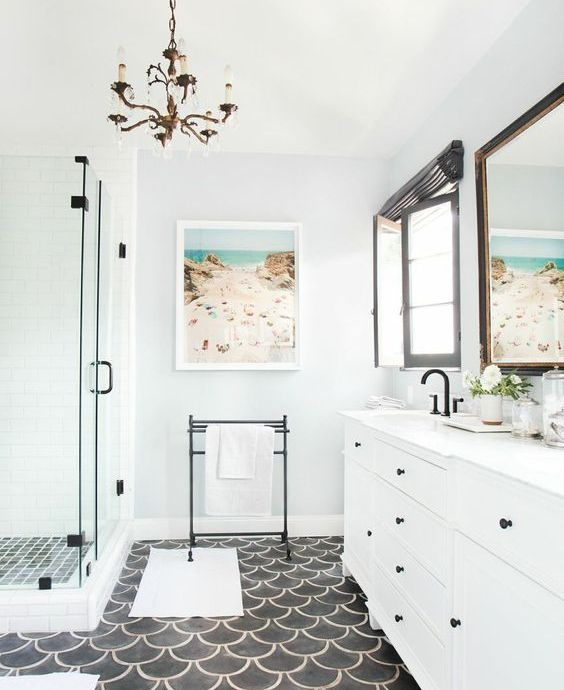White bathroom with beautiful black details and bicoloured floor.