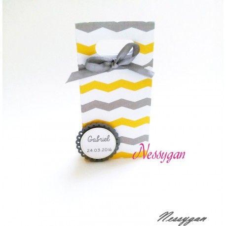 Boîte à dragées chevron jaune et gris . Possibilité de rajouter moulin à vent