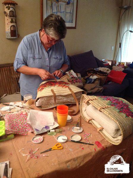 Hace ya unas semanas que Cristina de Marieta Vola Vola, integrante de nuestro grupo, nos ofreció al grupo la posibilidad de hacer en su casa un taller de decoupage para forrar nuestros propios...