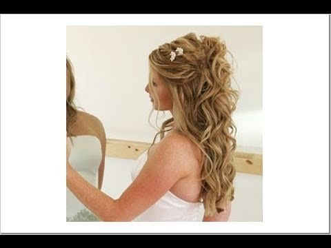 Aqui teneis un peinado que puede valer para una novia o para una invitada.  Es un semi-recogido, solo lleva recogido la parte delantera llevandola hacia la coronilla.  Es un peinado muy elegante y facil de hacer.  El recogido esta realizado en cabello ondulado.  Espero que os guste.  Besos!!