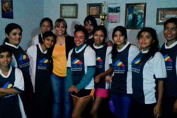 El equipo de fútbol femenino de Talleres de Fiambalá recibió indumentaria