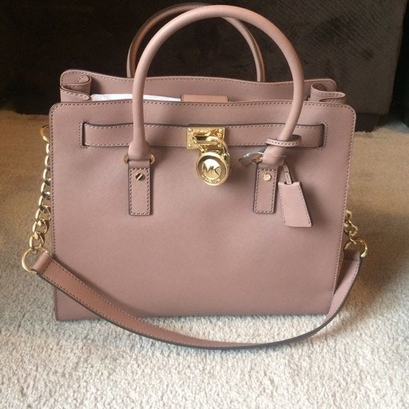 NWT MICHAEL KORS HAMILTON PURSE NEW WITH TAGS! Michael Kors Hamilton purse. This purse will look fabulous with blacks, grays and whites!! Comes with dust bag as well. make me an offer if interested NO TRADES! Michael Kors Bags