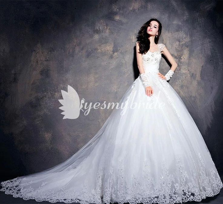 Queen Anne Neck Vintage Custom Wedding Dress with Lace Appliques