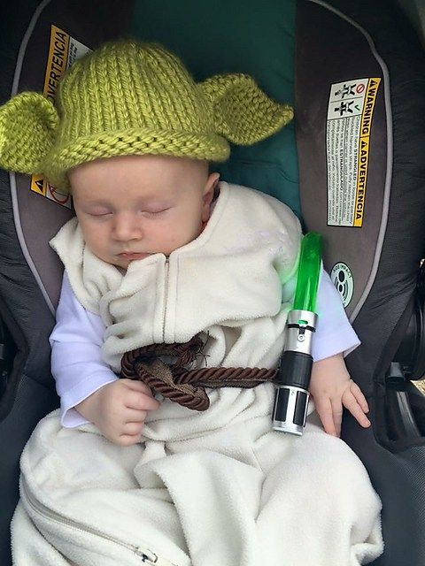 Free knitting pattern for Baby Yoda Hat and more Star Wars knitting patterns