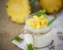 Mousse ananas et noix de coco : http://www.cuisineaz.com/recettes/mousse-ananas-et-noix-de-coco-51368.aspx