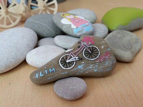 Taş boyama pembe bisiklet