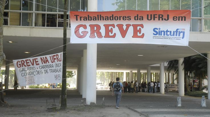 Professores e funcionários das universidades federais marcam greve nacional para março - Educação - Notícia - VEJA.com
