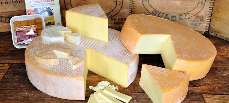 Laiterie Chalevoix à Baie-St-Paul. Nombreux sont les fromages délicieux qui vous attendent sur les comptoirs! Vraiment un arrêt incontournable!