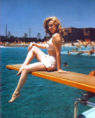 young marilyn: Feminine Fashion, Marilyn Monroe, Red Hair, Natural Beautiful, Swim Pools, Paste Life, Norma Jeans, Pools Parties, Bath Beautiful