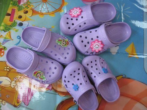Где купить для ребенка обувь для бассена