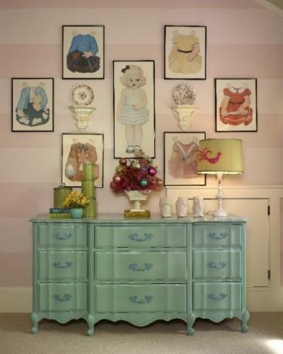 Framed paper-doll printsWall Art, Ideas, Little Girls Room, Interiors Design, Vintage Paper Dolls, Little Girl Rooms, Paperdolls, Dolls Dresses, Painting Dressers