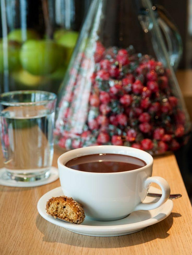 Αν δεν έχετε δοκιμάσει την θρυλική μας σοκολάτα, τότε σας προτείνουμε σήμερα να την δοκιμάσετε!  Έχει πλούσια γεύση, ακαταμάχητη μυρωδιά και πάνω από όλα είναι φτιαγμένη με το δικό μας χαρμάνι κακάο. #ClementeCafe #CityLink #ClementeVIII #Coffee #FourSquare #Athens #ClementeAthens #AthensCafe #CoffeeInAthens #BestCoffee #AthensCoffee #CoffeeTime #CoffeeIsGood #BenefitsOfCoffee #Chocolate #Cocoa #HotChocolate