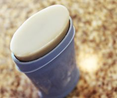 AT LAST! A DIY deodorant that:  stays solid at room temperature; doesn't use baking soda (which is too alkaline and can end up irritating your armpits); doesn't stain (as deodorants with coconut oil tend to do).