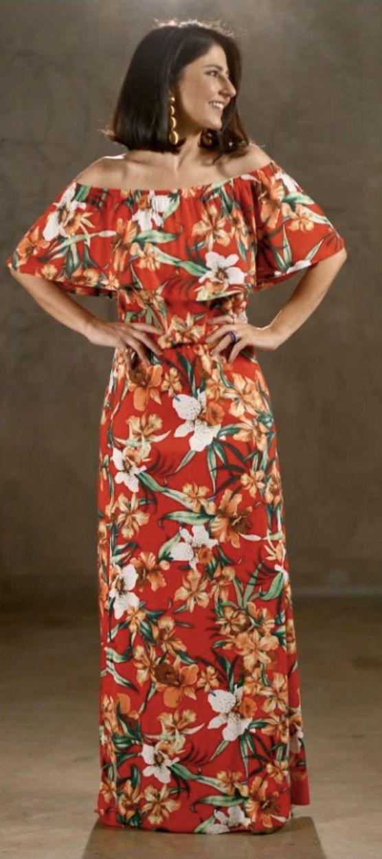 Look de Alice Ferraz para o fim de ano! Vestido vermelho longo estampado com flores, a cara do verão