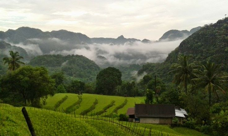 Kampung Bakka adalah sebuah lembah yang dikelilingi pegunungan batu kapur. Kampung Bakka tepatnya terletak di Kelurahan Botoa, Kecamatan Minasatene, Kabupaten Pangkajene Kepulauan