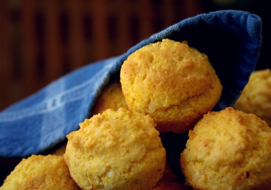 Heres a healthier alternative to the usual deep-fried hush puppies. I think these look like mini corn muffins, but they taste the way a hush puppy should. Originally from an August 1983 issue of Bon Apetit from The Cooks Exchange Readers Best Recipes.