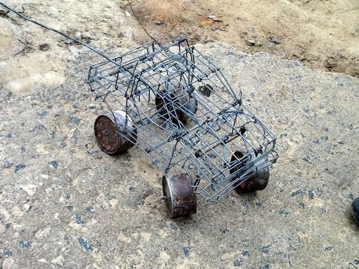 Draadkar: a toy, toyota made from wire.