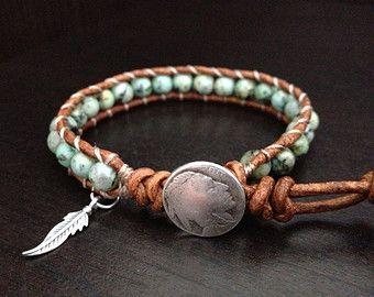 Turquoise leren wikkel armband met sterling zilver veer charme Indiaanse geïnspireerd sieraden enkele Wrap, vriendin vriendje Gift