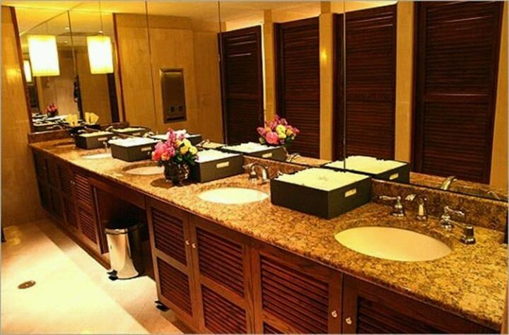 http://www.Kleeninitup.co/Comm-Closets-Washrooms.html# Kleenin it up in Lafayette, IN great company