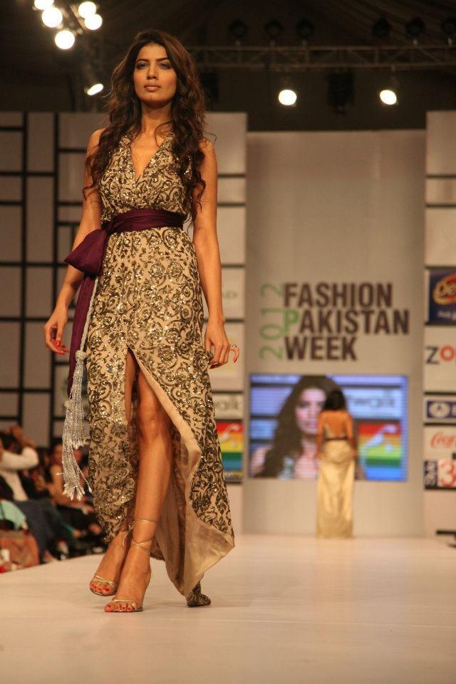 Designer: unknown, Pakistan Fashion Week 2012, source: The Express Tribune