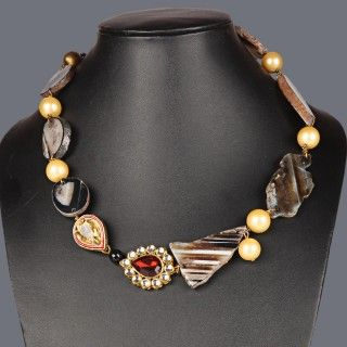 Featuring this beautiful agates & shell pearls necklace in our wide range of necklines. Grab yourself one, Now!