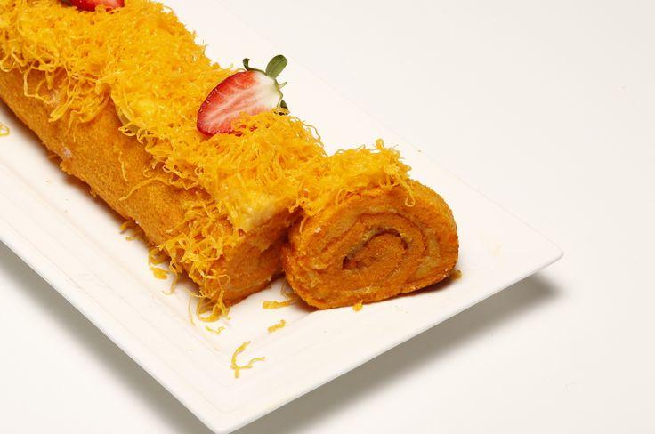Receita de Rolo de cenoura com fios de ovos. Descubra como cozinhar Rolo de cenoura com fios de ovos de maneira prática e deliciosa com a Teleculinaria!