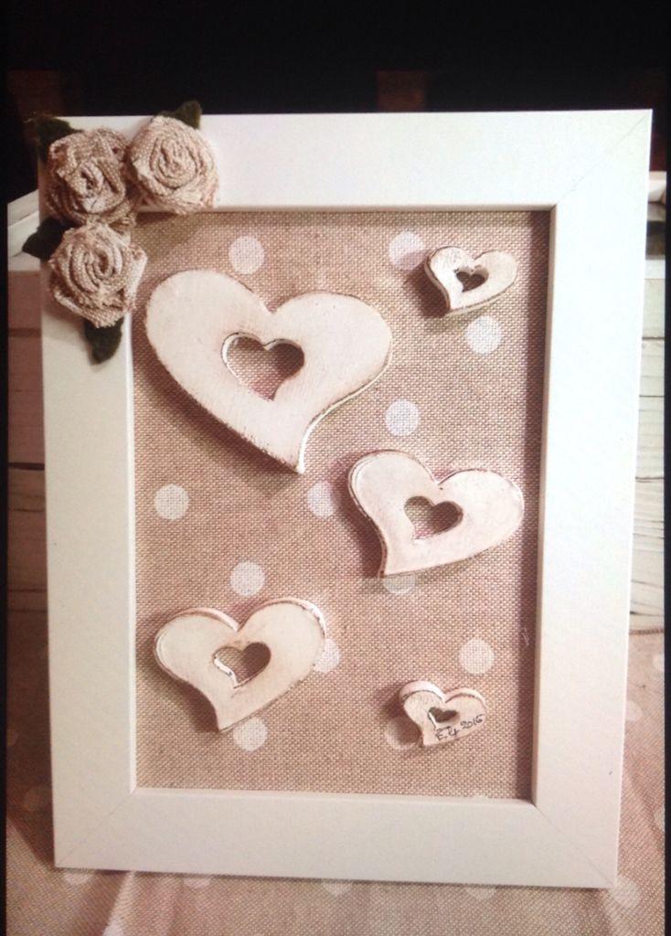 Cuori realizzati in polvere di ceramica e sporcati con gelatos (tipo pastelli a cera ),applicati su una cornice decorata con rose fatte a mano
