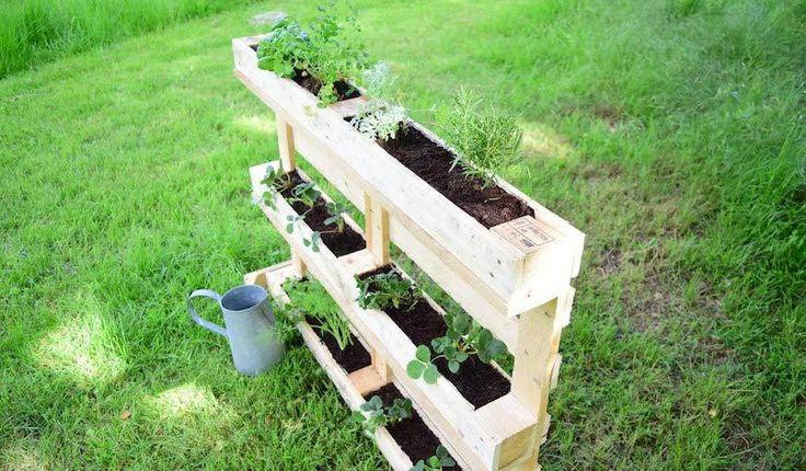 tuto fabriquez un jardin vertical en palette pour terrasse et jardin jardin palette et wood. Black Bedroom Furniture Sets. Home Design Ideas