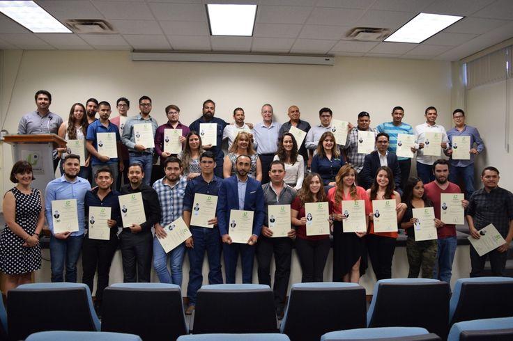 Reciben su título 51 nuevos profesionistas de la UPCH
