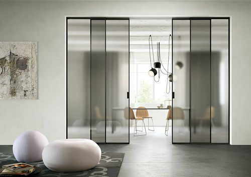 Puerta corredera / de aluminio / acristalada DELINEO PROFILO NERO CRISTALLO GRIGIO SATINATO FerreroLegno