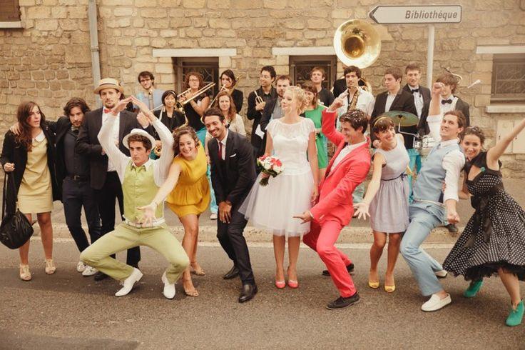 Vous aimez les mariages funky ? Alors pourquoi ne pas optez pour une cérémonie laique ? Je vous aide sur les textes et la mise en scène ! http://www.lepi-ecrivain-public.com/