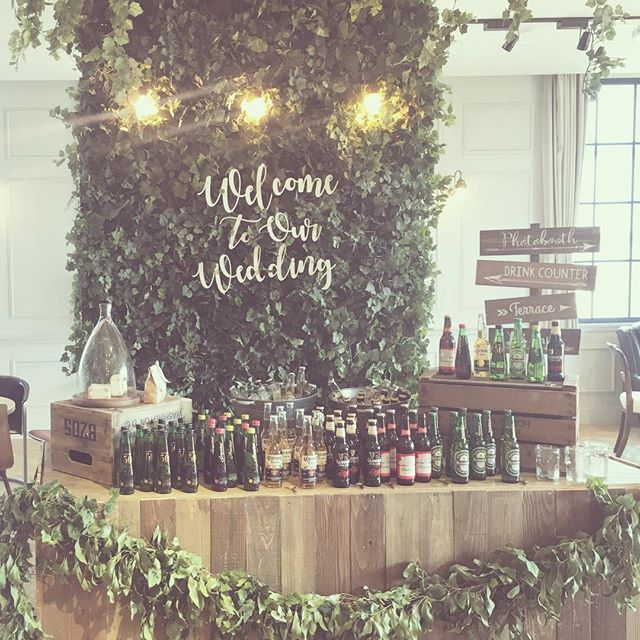 *having your back* natural×boho styleの オリジナルバーカウンター♡ 3Fのラウンジで披露宴前の ウェルカムドリンクに GUINESS.Badweiser.Corona. Heineken.Appletiserをご用意。 #TRUNKBYSHOTOGALLERY #weddingtbt #weddingphoto #craftbeer #beer #結婚式 #結婚式準備 #ウェルカムスペース #ロビー #ラウンジ #ウェルカムボード #ウェルカムドリンク #クラフトビール #アップルタイザー #ドリンクカウンター #フォトブース #フォトスペース #プレ花嫁 #卒花 #ボーホースタイル #ボーホー #ボヘミアン #ガーデンウエディング #ナチュラルウェディング #ラスティック #花 #デザイナー #テーブルコーディネート #メインテーブル #高砂