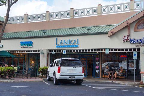 本日のブログはカイルア・ショッピング・センター内にある「Lanikai Bath & Body」をご紹介します。 店内にはカラフルなアイテムがズラリ。どれもキ…