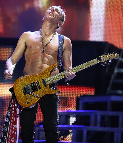Vegans can have muscles : Phil Collen from Def Leppard