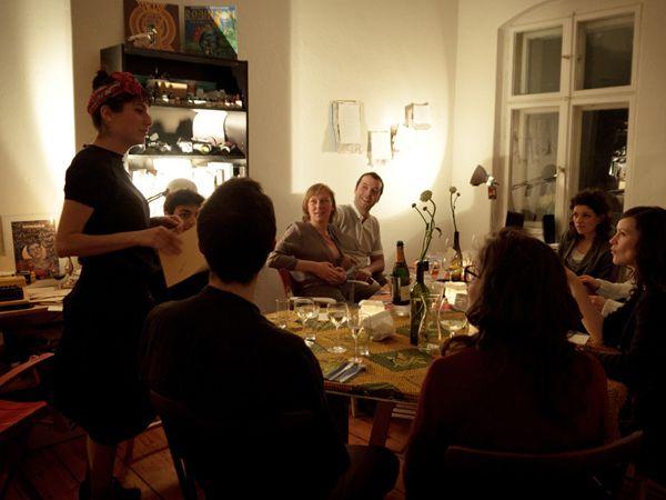 Le Articioche: il perfetto binomio tra un pasto di qualità e una performance artistica nelle case di Berlino