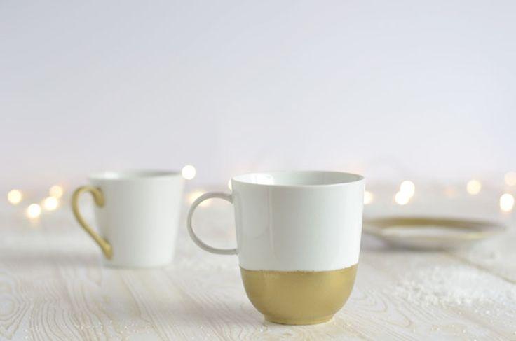 Tassen bemalen ist ganz einfach. Ich zeige euch ein weihnachtliches DIY mit Goldfarbe. Eine super Geschenkidee für Weihnachten.