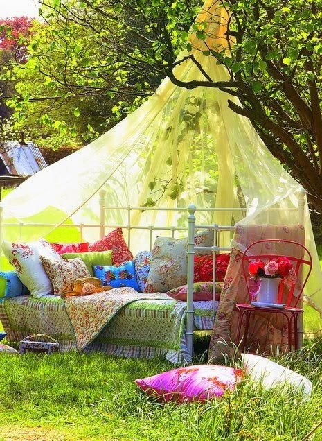 I love that green quilt. Would be so fun to have some girlfriends over and have a picnic like this.