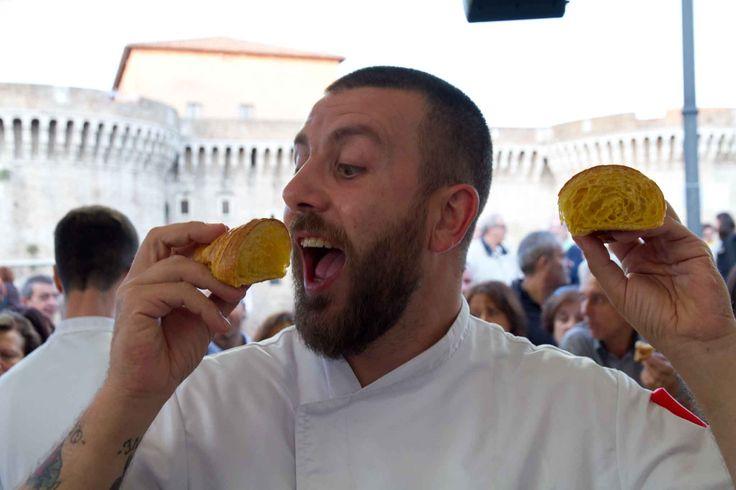 """Jonathan Trombini è un cultore del cornetto all'italiana che non ha nulla da invidiare al croissant francese, anzi. """"L'aroma di vaniglia lo rende inconfondibile ..."""