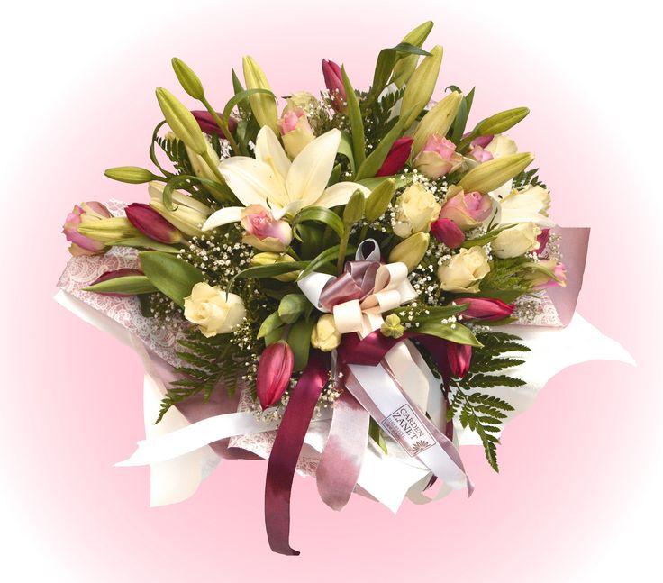 Uno splendido mazzo di gigli, tulipani e rose!