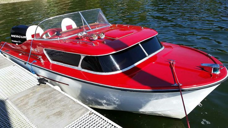 Beautiful  1959 Bellboy 404 Express cruiser. L.O.A 18 ft 5inches and 1190 pounds.