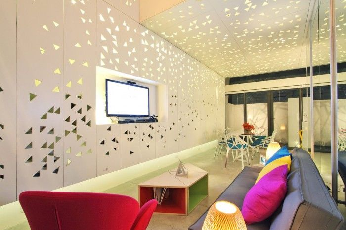 Cool Wall Living Space Design in Modern Townhouse at Philippines